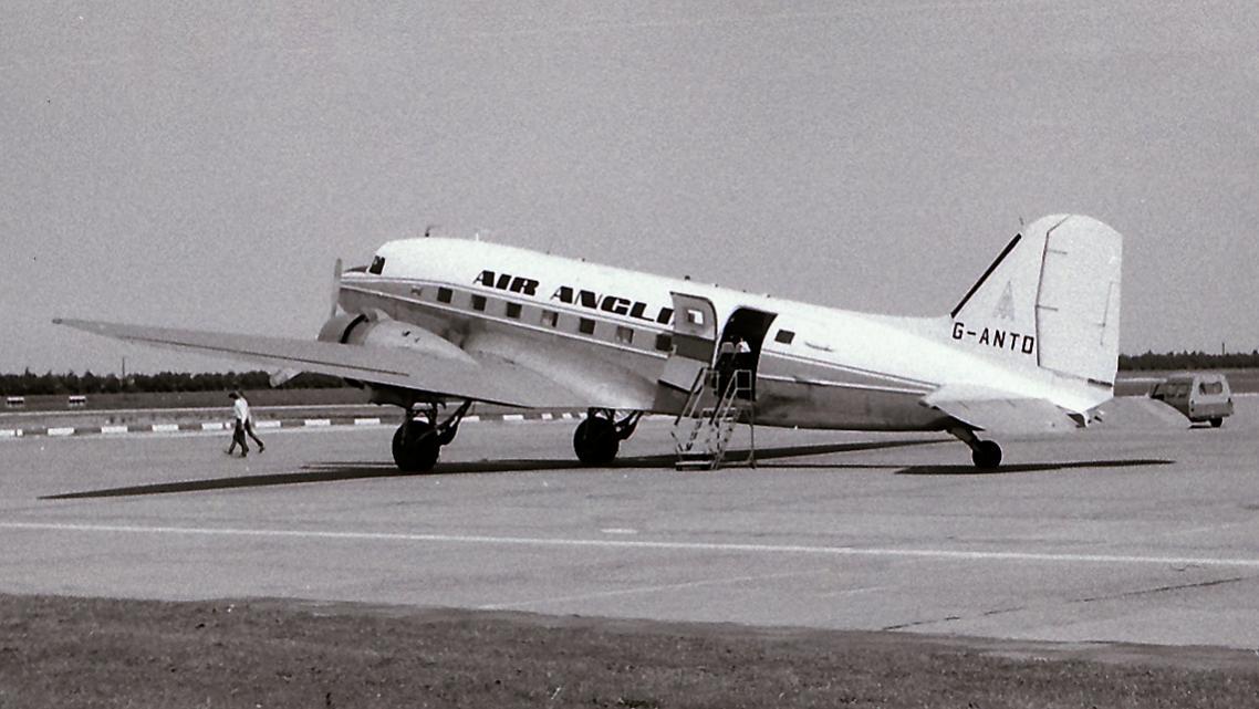 Naam: 39. G-ANTD Douglas C-46D cn.26414 Air Anglia-1.jpg Bekeken: 458 Grootte: 92,4 KB