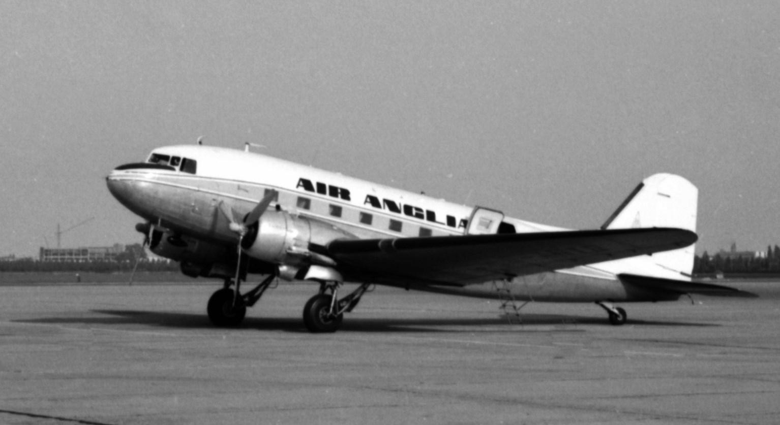 Naam: 40. G-ANTD Douglas C-46D cn.26414 Air Anglia-2.jpg Bekeken: 448 Grootte: 164,4 KB