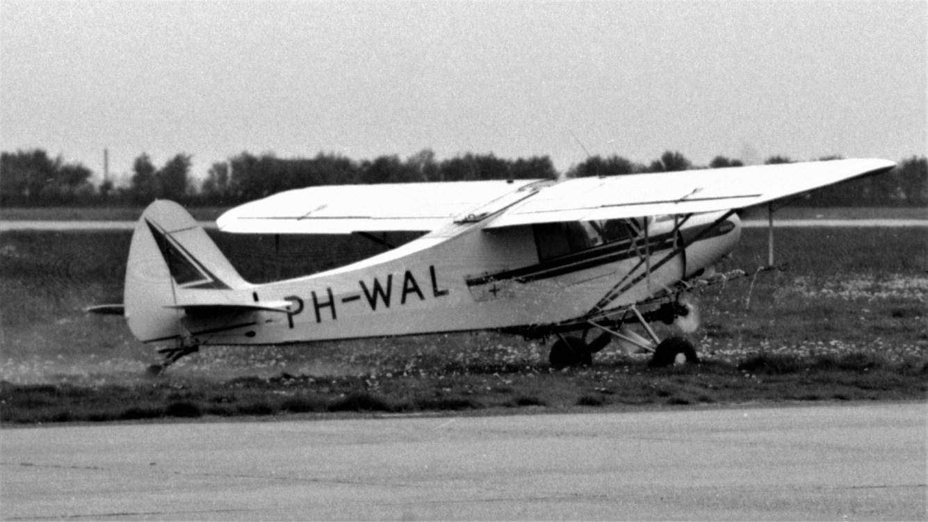 Naam: 97. PH-WAL Piper PA-18 Super Cub.jpg Bekeken: 565 Grootte: 205,6 KB