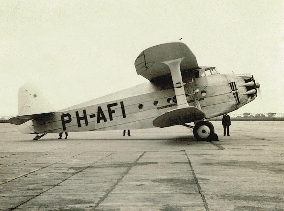 Naam: Foto 196. 'PH-AFI'. Carley Werkspoor Jumbo, vernield op Schiphol mei 1940, kopie 1100.jpg Bekeken: 457 Grootte: 119,5 KB