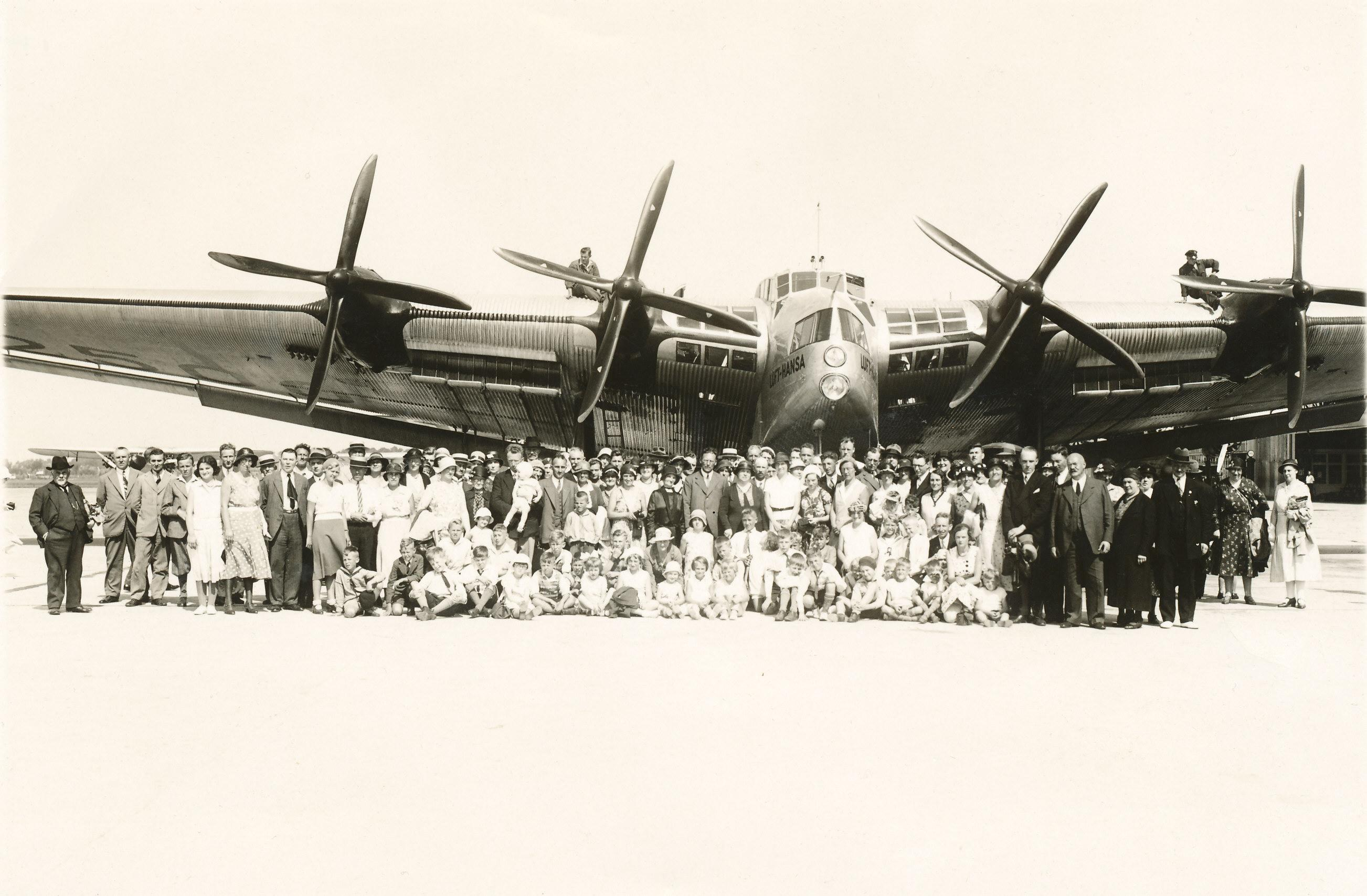 Naam: Junkers_G-38_D-2500.Schiphol.jpg Bekeken: 179 Grootte: 437,1 KB