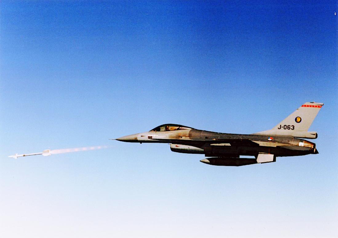 Naam: Foto 279. 'J-063'. F-16 en Sidewinder. 1100 breed.jpg Bekeken: 110 Grootte: 66,0 KB