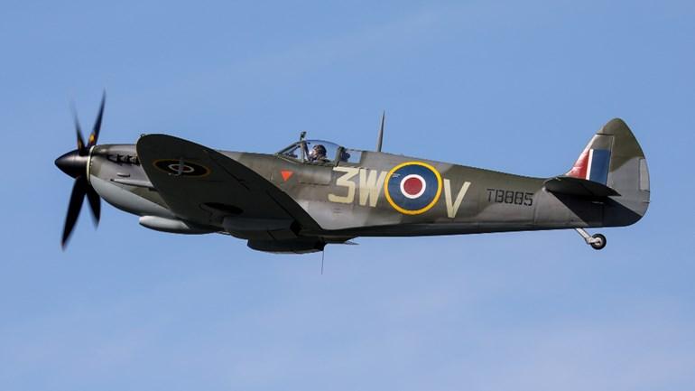 Naam: Jumbo-topman-Van-Eerd-heeft-onder-meer-deze-Spitfire-gekocht-foto-B-J-Floor-Aironline.jpg Bekeken: 417 Grootte: 27,2 KB