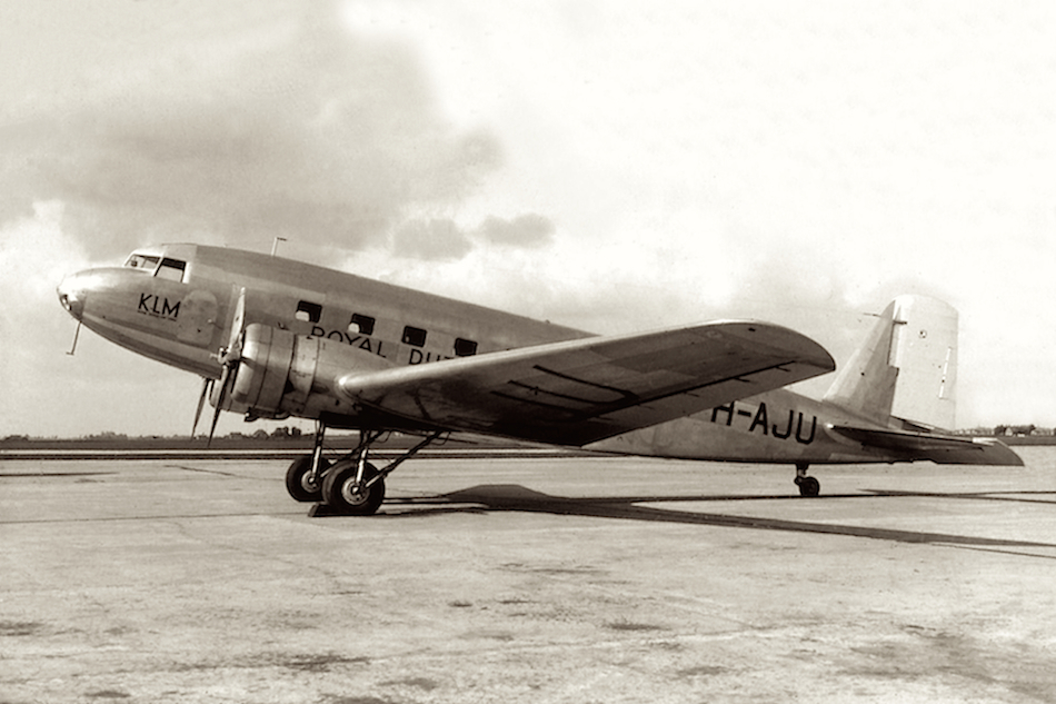 Naam: Foto 12. PH-AJU %22Uiver%22. Douglas DC-2 -2-.jpg Bekeken: 1056 Grootte: 466,6 KB