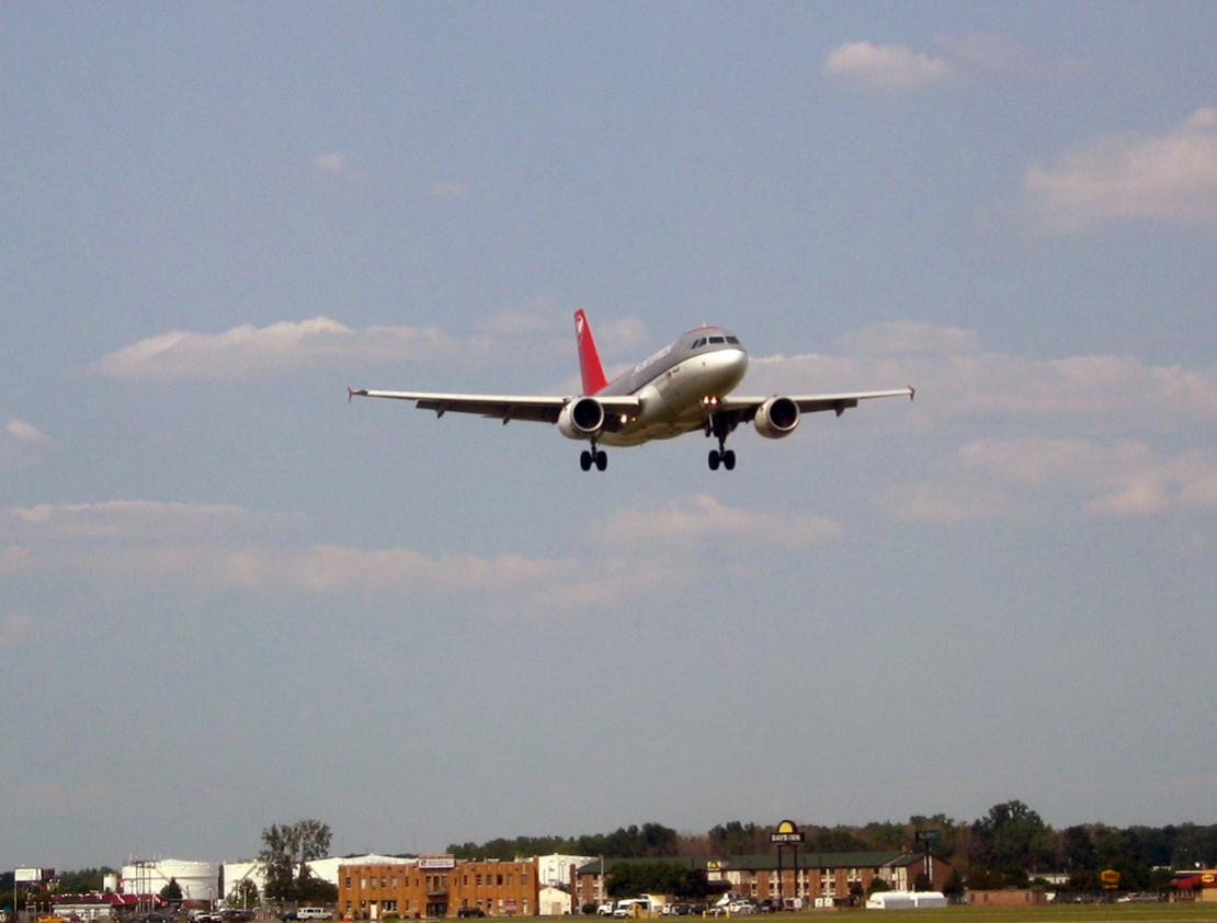 Naam: hsv int airport22.jpg Bekeken: 341 Grootte: 63,7 KB