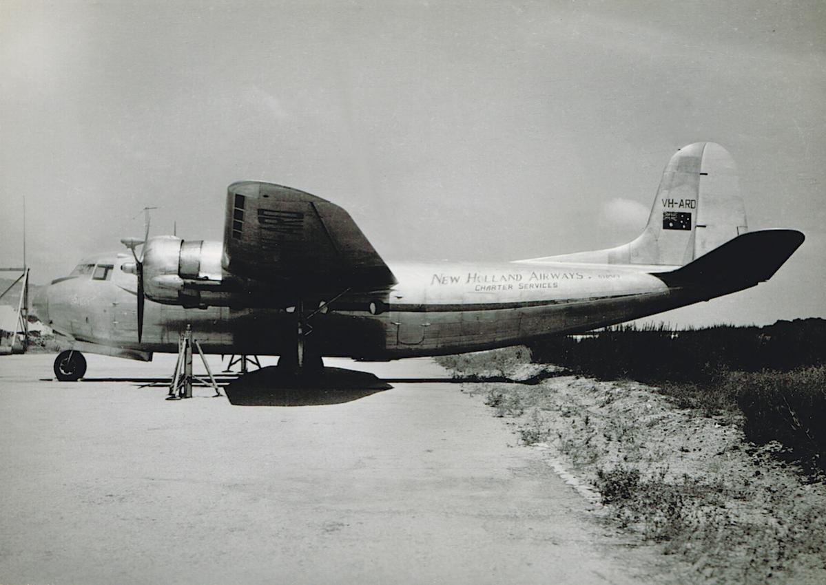 Naam: VH-ARD 'Bali Clipper'. Douglas DC-5-511 (C:n 426. PH-AXB  'Boschduif', veranderd in PH-AXG. Beid.jpg Bekeken: 349 Grootte: 109,2 KB