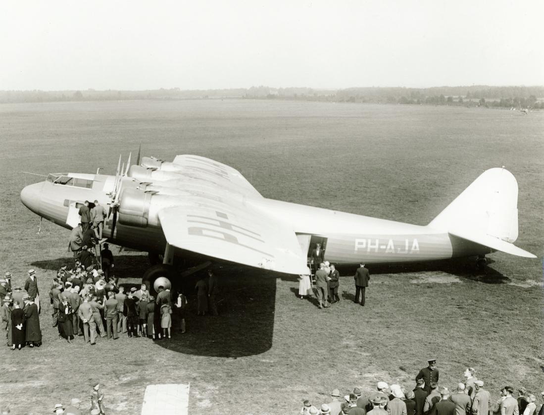 Naam: Foto 332. Fokker F.XXXVI PH-AJA 'Arend' op Twenthe. 1100 breed.jpg Bekeken: 48 Grootte: 109,8 KB