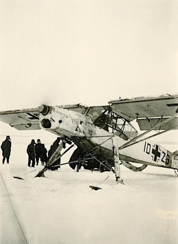 Naam: Foto 514. ID+ZG. Fieseler Fi.156 Storch op skis.jpg Bekeken: 316 Grootte: 50,9 KB