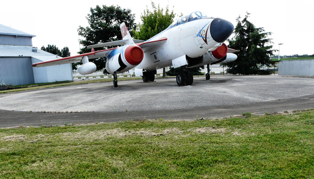 Naam: Le Musée de l'Aviation de Melun Villaroche,.jpg Bekeken: 198 Grootte: 185,1 KB