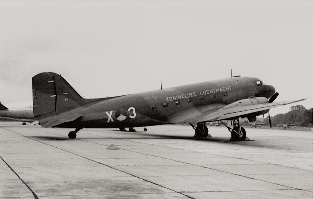 Naam: Foto 149. 'X-3'. Douglas C-47B Dakota. 31.3.1962 verongelukt bij noodlanding op zee, bemanning w.jpg Bekeken: 545 Grootte: 66,6 KB
