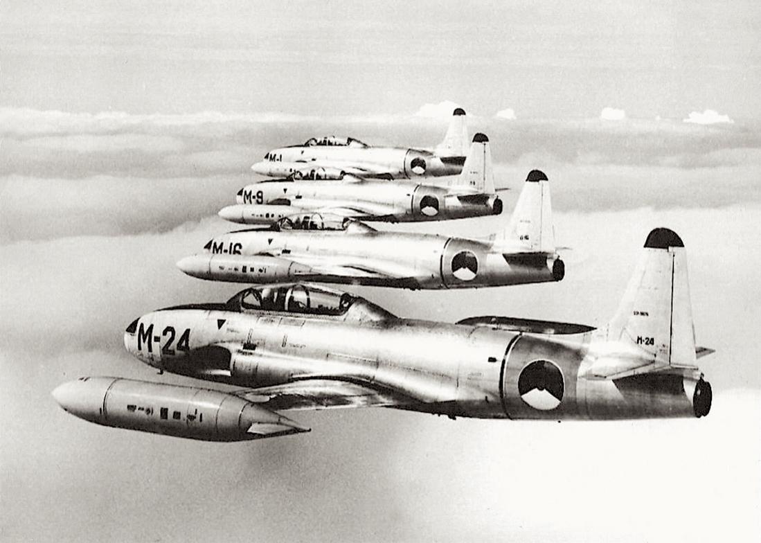 Naam: Foto 150. 'M-24', 'M-16', 'M-9' en 'M-1'. Lockheed T-33A, kopie 1100.jpg Bekeken: 501 Grootte: 94,7 KB