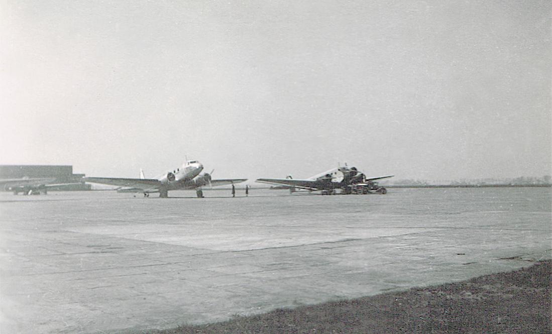 Naam: Foto 2. Platform Schiphol, 1937.jpg Bekeken: 589 Grootte: 76,0 KB