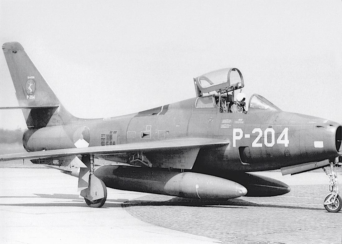 Naam: Foto 166. 'P-204'. Republic F-84F Thunderstreak. 1100 breed.jpg Bekeken: 254 Grootte: 103,3 KB