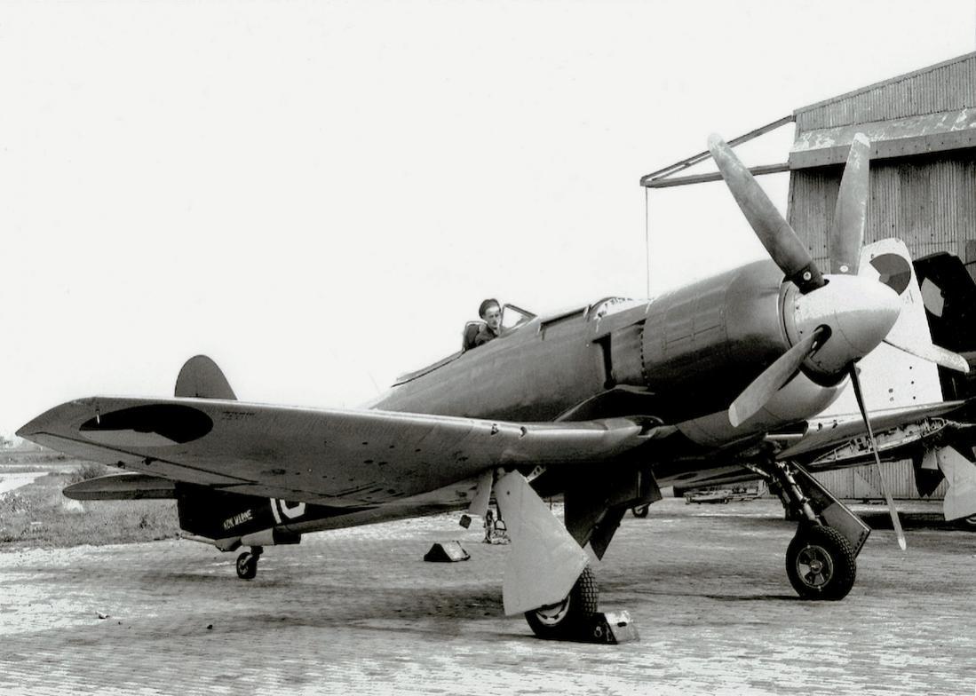 Naam: Foto. Hawker Seafury.jpg Bekeken: 76 Grootte: 96,1 KB