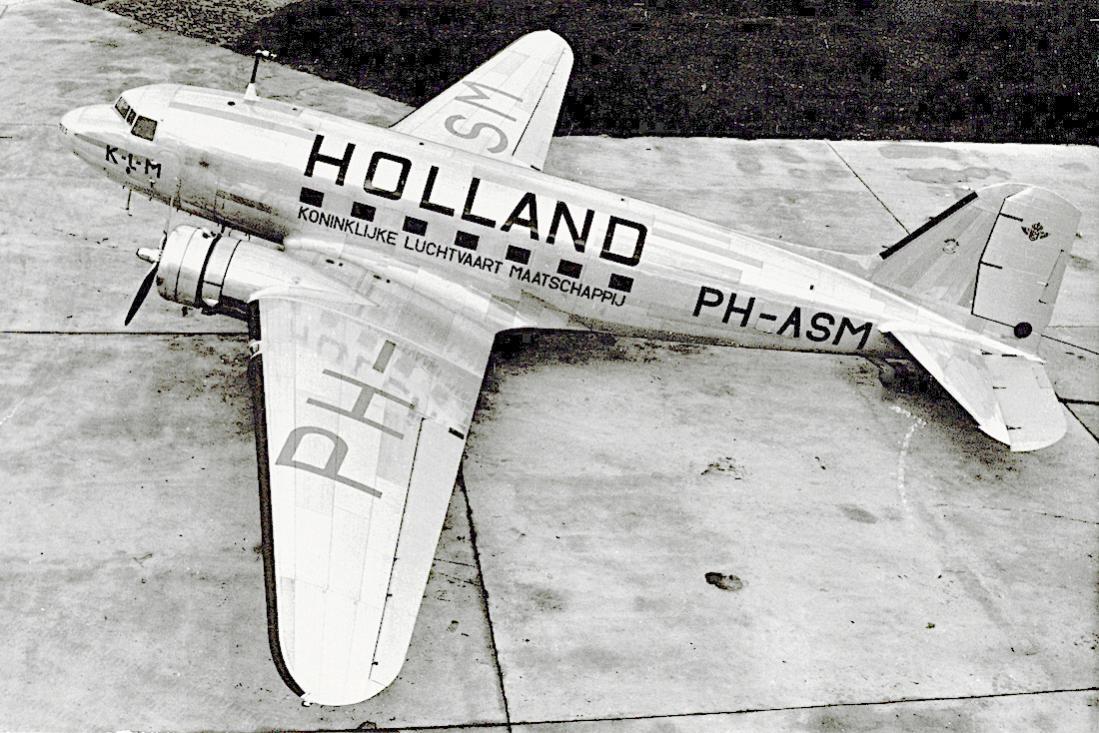 Naam: Foto 207. PH-ASM %22Mees%22. Douglas DC-3 met Holland beschildering. 1100 breed.jpg Bekeken: 314 Grootte: 150,7 KB