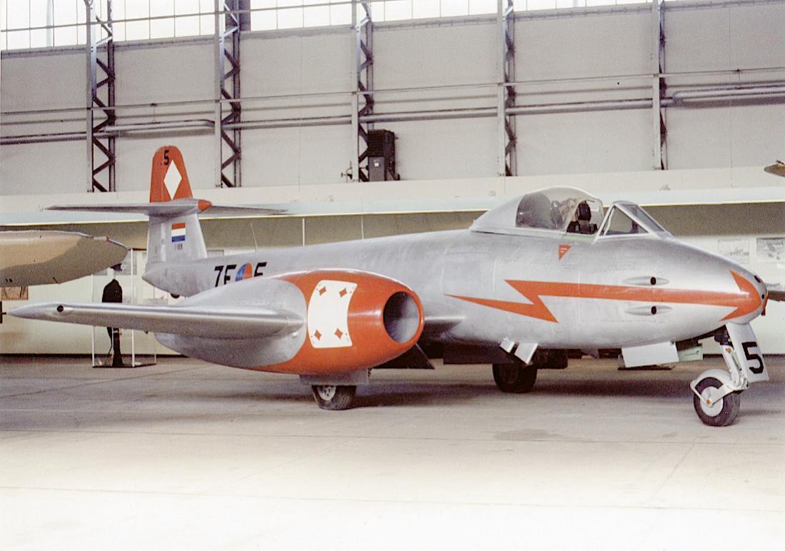 Naam: Foto 268. '7E-5 ('I-189')'. Gloster Meteor F.Mk.8. 1100 breed.jpg Bekeken: 239 Grootte: 95,2 KB