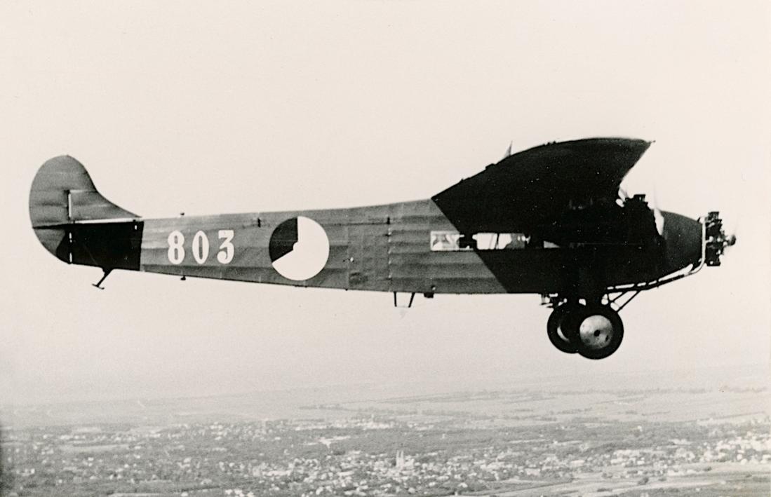 Naam: Foto 137. '803' (ex 'Postduif' H-NAEA). Fokker F.VIIa:3m. 1100 breed.jpg Bekeken: 256 Grootte: 66,6 KB
