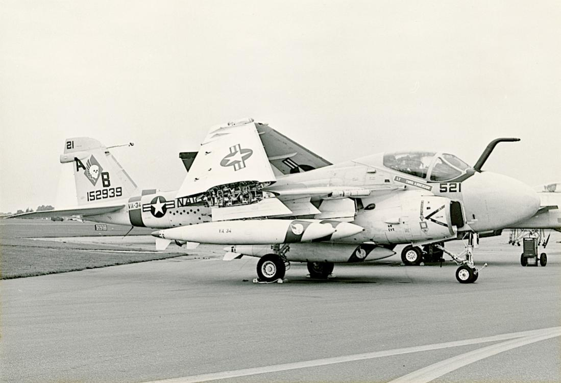 Naam: Foto 797. 152939. (MSN I (capital I)-244) from VA-34. Grumman A-6A Intruder, converted to KA-6D .jpg Bekeken: 166 Grootte: 87,1 KB