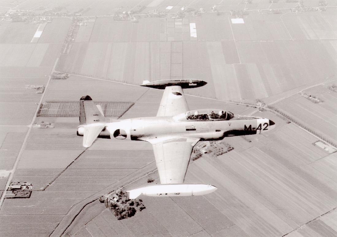 Naam: Foto 271. 'M-42' (ex Belgische Luchtmacht). Lockheed T-33A. 1100 breed.jpg Bekeken: 109 Grootte: 85,1 KB