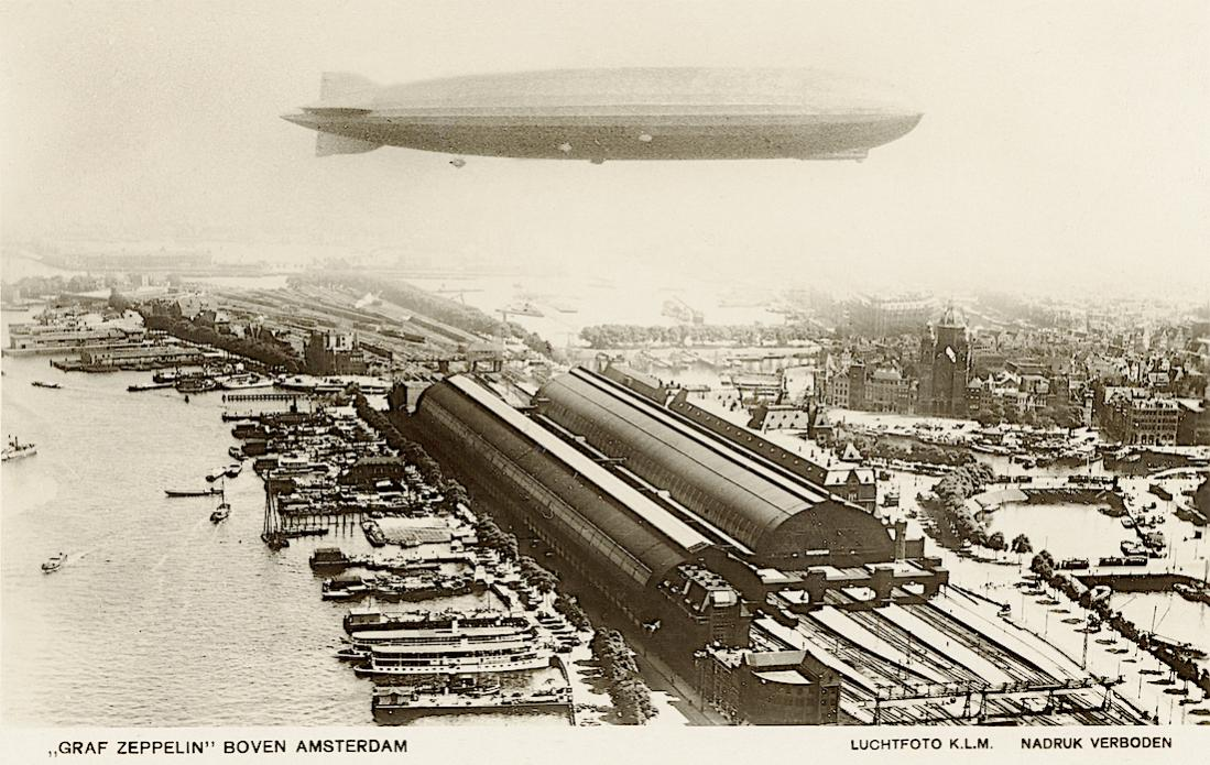Naam: Kaart 853. Graf Zeppelin boven Amsterdam Centraal Station. 1100 breed.jpg Bekeken: 88 Grootte: 148,6 KB