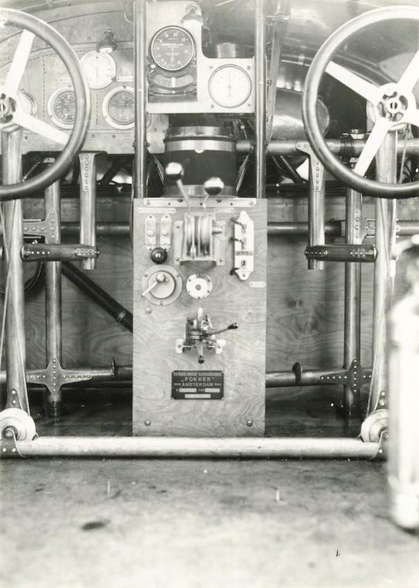 Naam: Foto 370.  Cockpit foto H-NADN. Fokker F.VIIa.jpg Bekeken: 189 Grootte: 73,4 KB