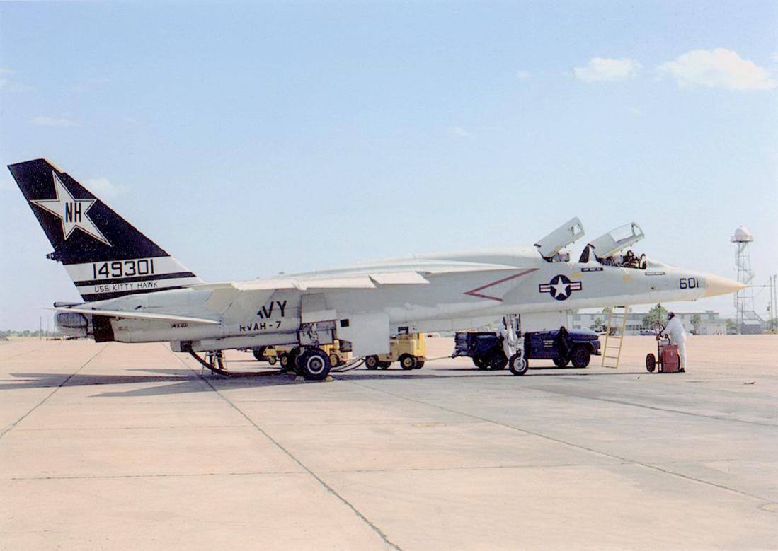 Naam: Foto 803. 149301. (MSN NA-269-36). North American A3J-2 Vigilante. Redesignated A-5B Sept 1962. .jpg Bekeken: 160 Grootte: 72,2 KB