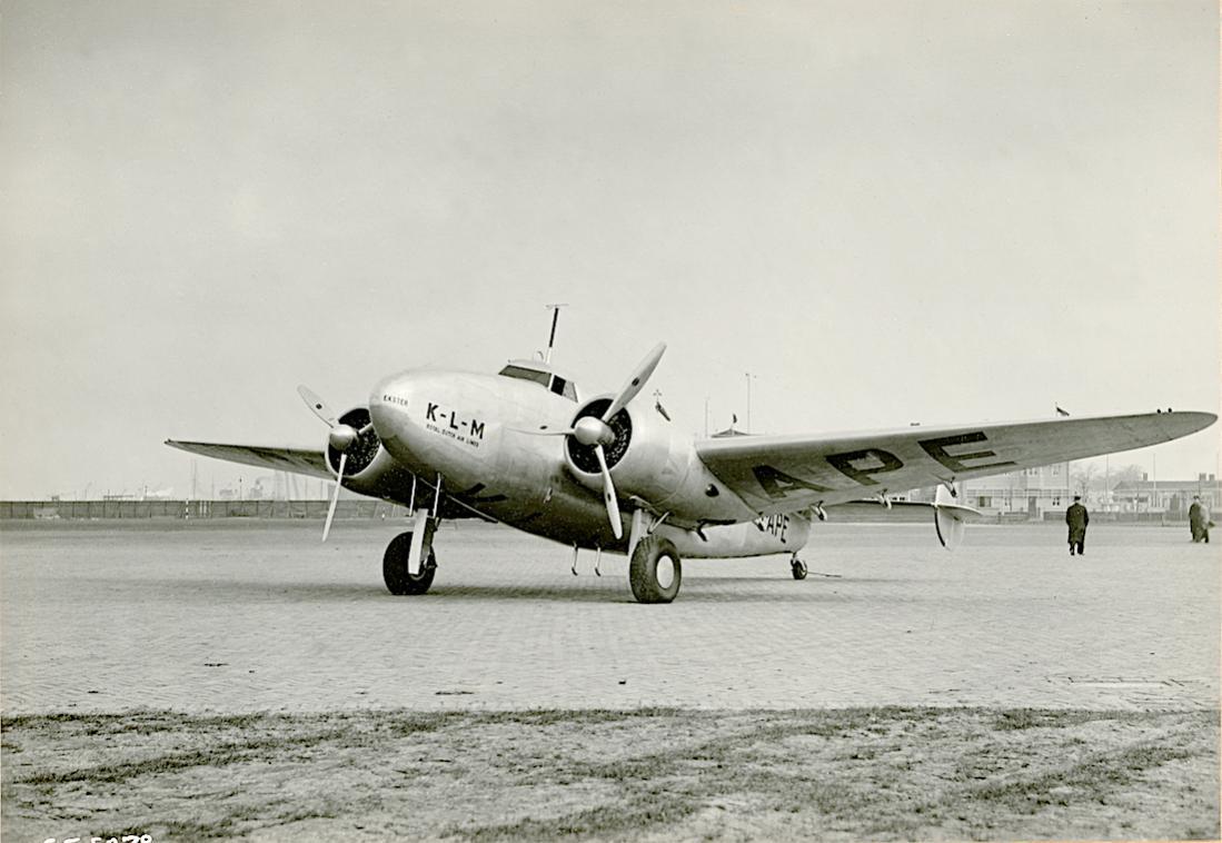 Naam: Foto 372. PH-APE 'Ekster'. Lockheed-14 Super Electra. 1100 breed.jpg Bekeken: 97 Grootte: 90,7 KB