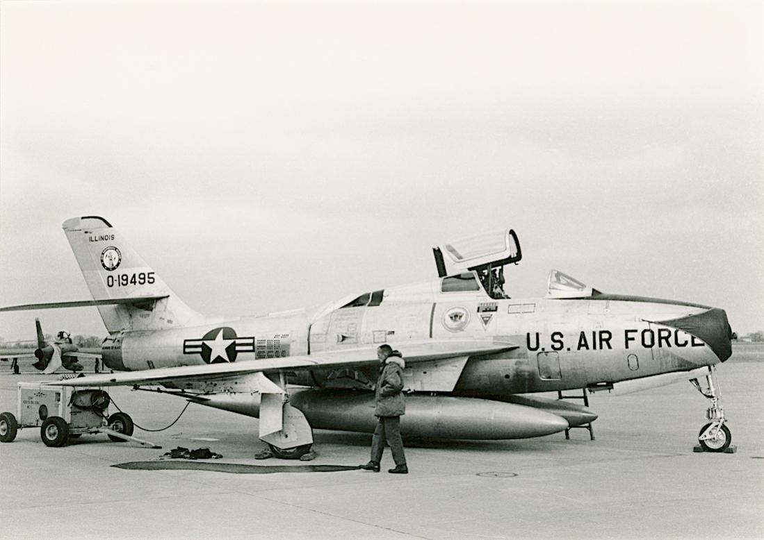 Naam: Foto 804. 0-19495 (= 51-9495). Republic (gebouwd door General Motors) F-84F-35-GK Thunderstreak..jpg Bekeken: 140 Grootte: 80,7 KB