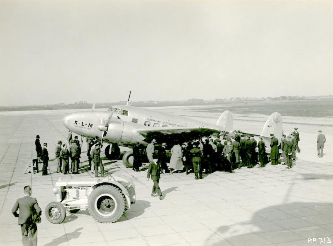Naam: Foto 373. PH-APE 'Ekster'. Lockheed-14 Super Electra. 1100 breed.jpg Bekeken: 48 Grootte: 81,0 KB