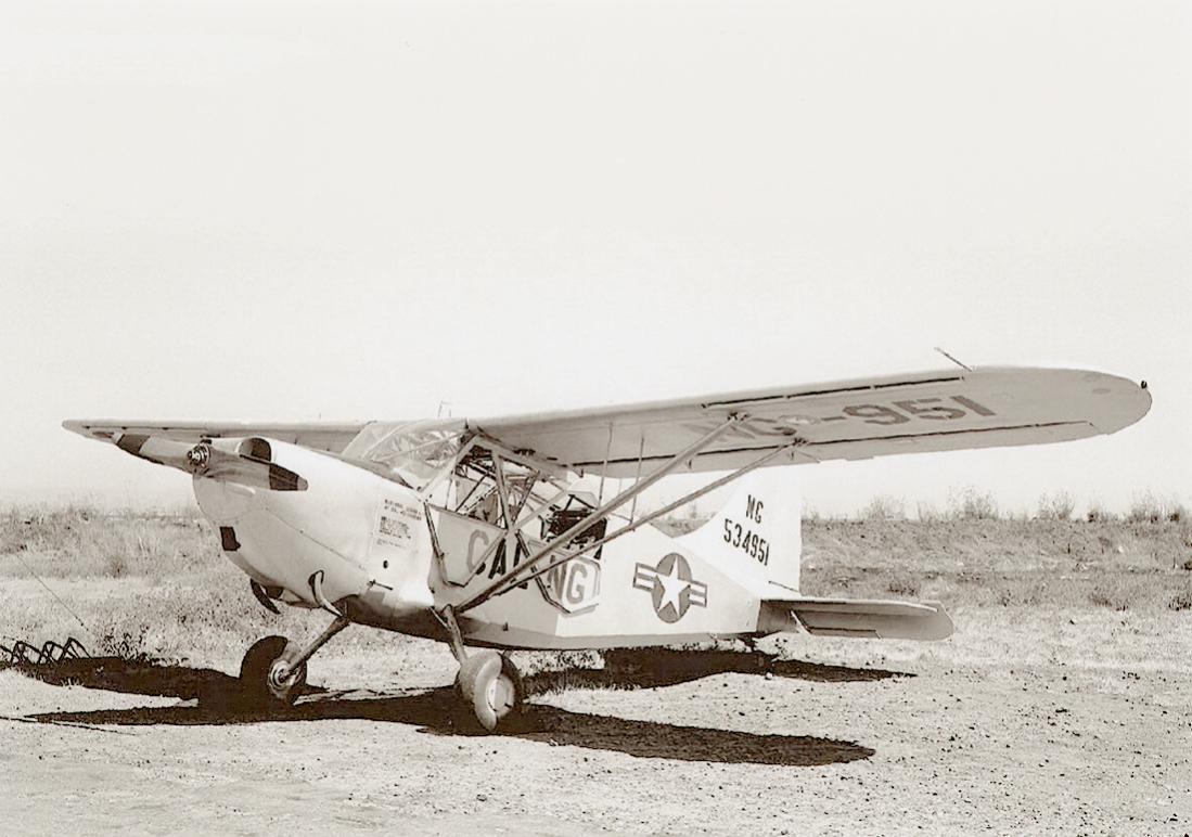 Naam: Foto 806. 534951 (= 45-34951). Stinson L-5G Sentinel. Redesignated U-19B in 1962. 1100 breed.jpg Bekeken: 82 Grootte: 100,8 KB