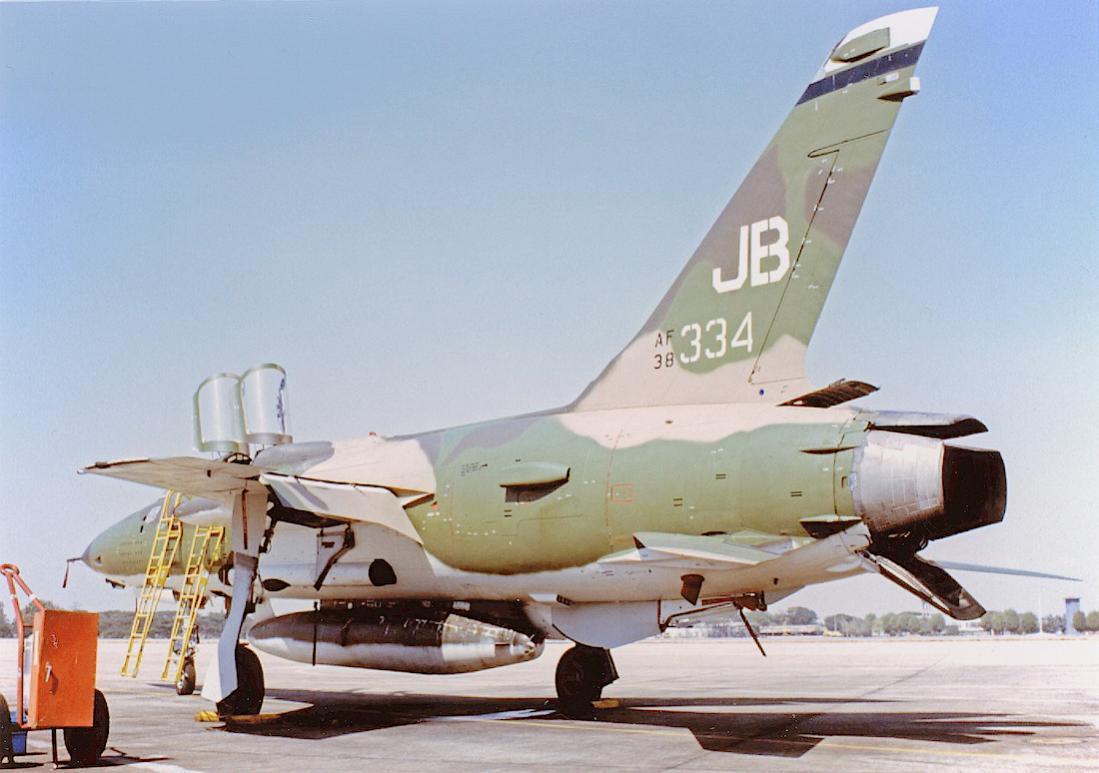 Naam: Foto 807. 38334 (= 63-8334) (MSN F111). Republic F-105F-1-RE Thunderchief. Converted to F-105G. .jpg Bekeken: 55 Grootte: 86,1 KB