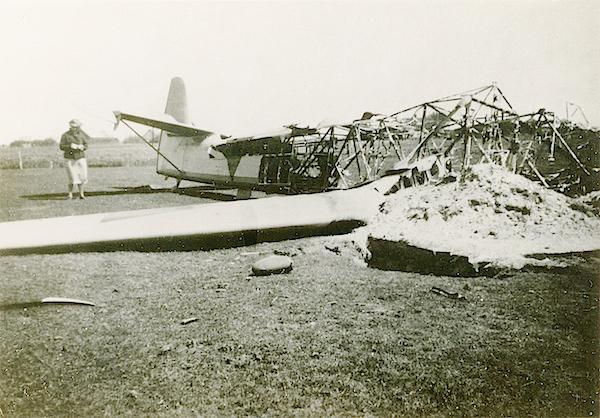 Naam: Foto 103. Txt bij foto. Door eigen strijdmacht in brand geschoten Focke Wuf machine. 14 Mei 1940.jpg Bekeken: 291 Grootte: 466,2 KB
